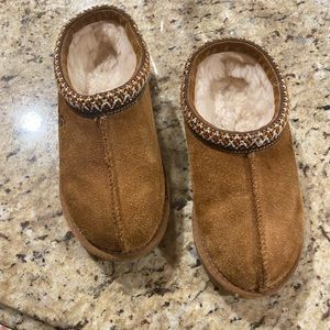 Kids Ugg slippers size 1